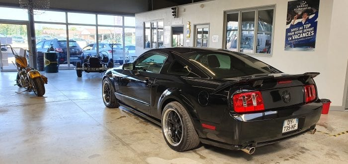 Ford Mustang  - Image 2
