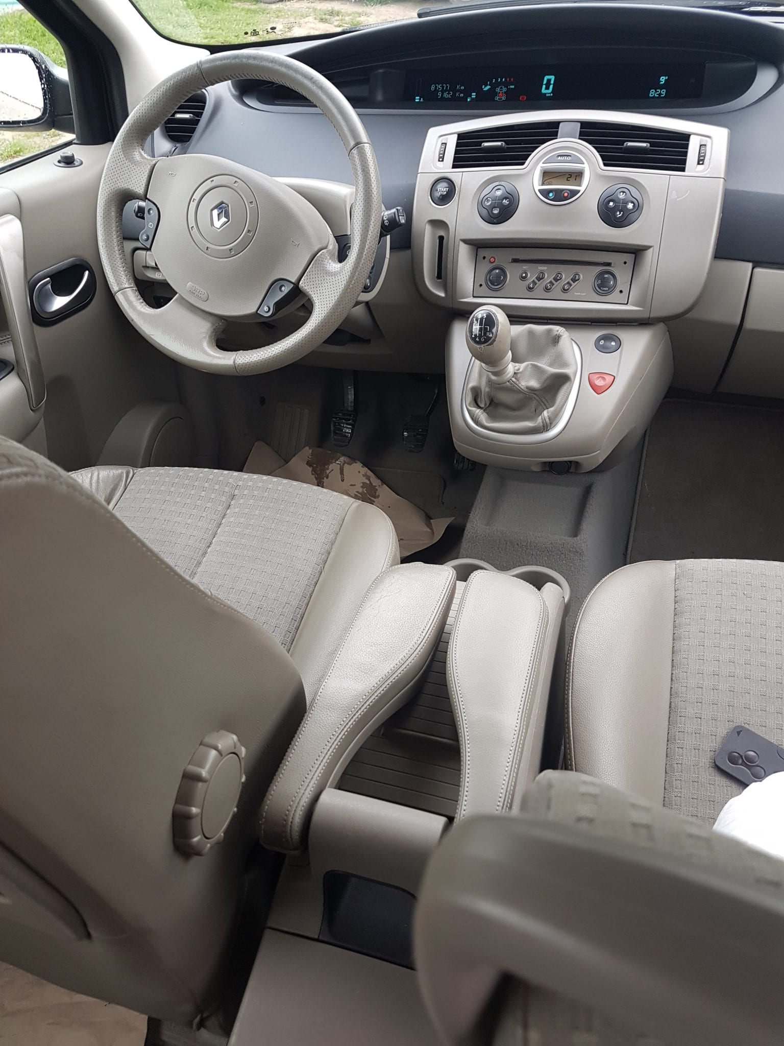 Renault GRAND SCENIC 7 PLACES - Image 2