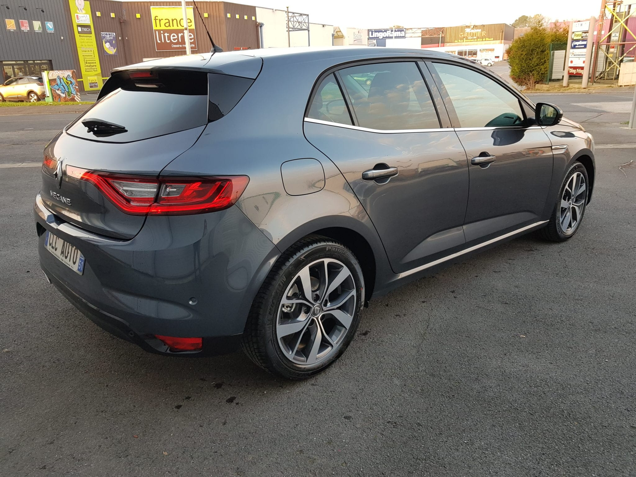 Renault MEGANE 4 BOSE EDITION ENERGY 1.6 DCI 130 - Image 2