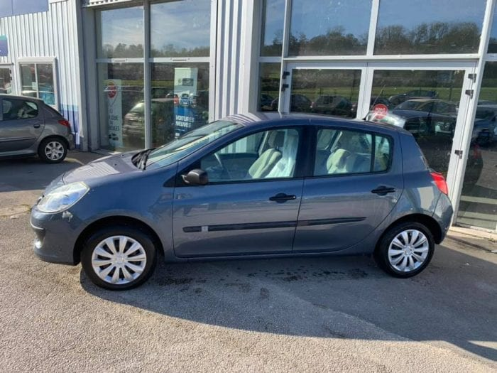 Renault CLIO III 1.2 16V 75CH CONFORT EXPRESSION 5P - Image 4