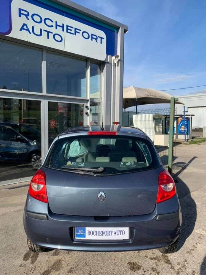 Renault CLIO III 1.2 16V 75CH CONFORT EXPRESSION 5P - Image 9