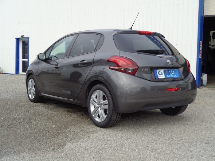 Peugeot 208 1.5 BLUE-HDI 100ch S&S BVM5 SIGNATURE - Image 2