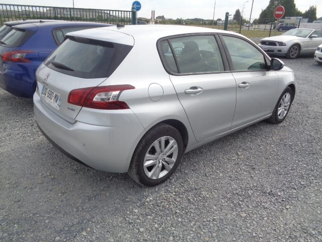 Peugeot 308 1.6 BLUE HDI 120CV BUSINESS PACK 5 places Eligible Prime conversion - Image 2