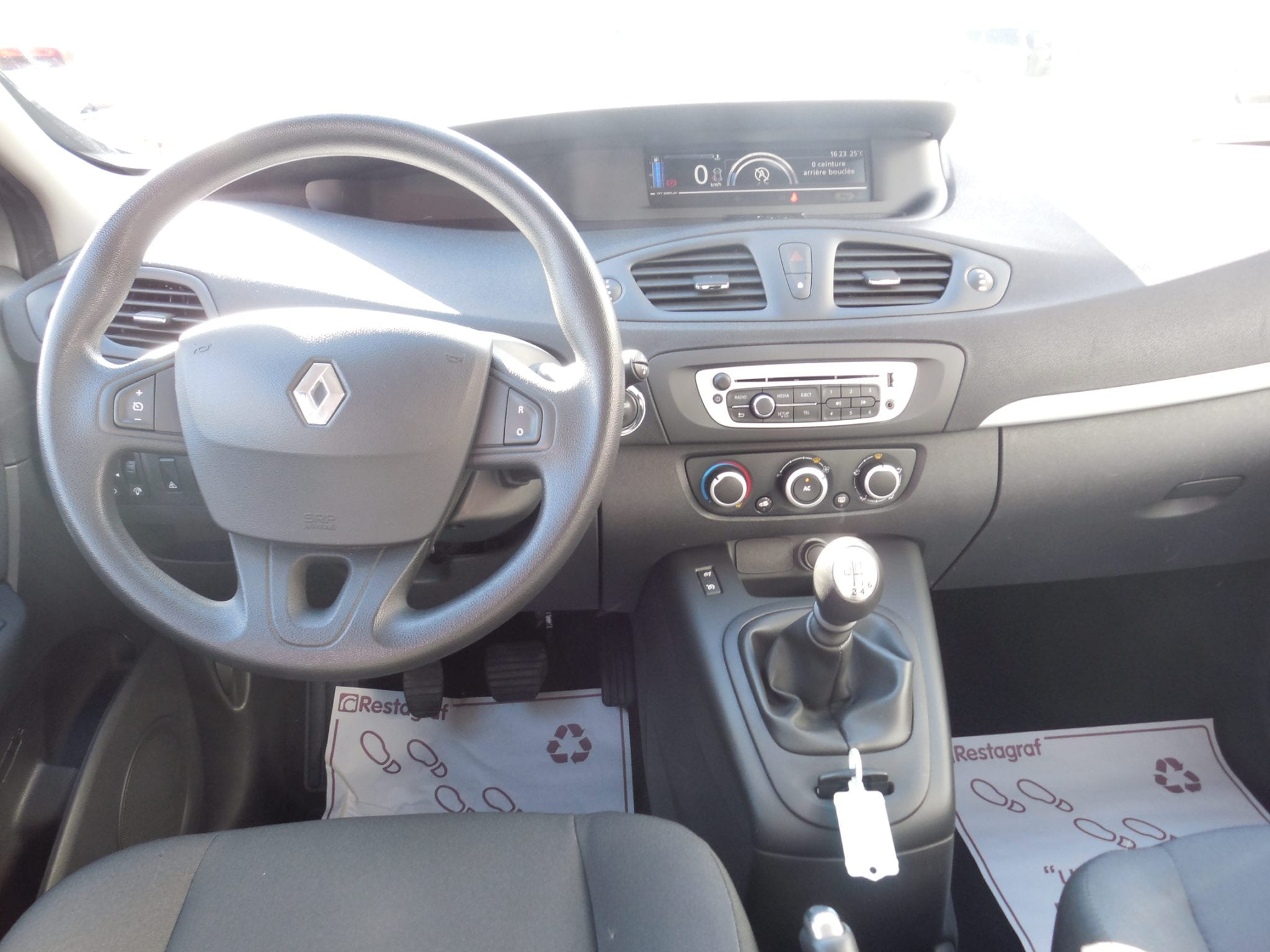 Renault SCENIC - Image 3