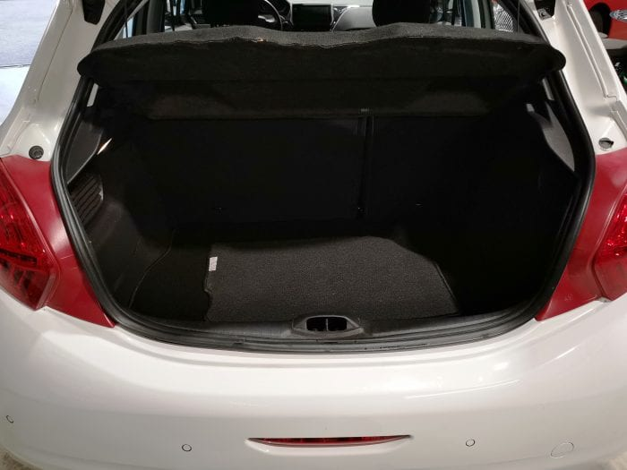 Peugeot 208 1.4 hdi 70 ch 5 portes - Image 7