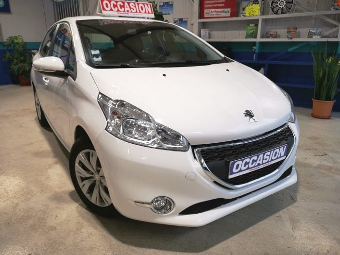 Peugeot 208 1.4 hdi 70 ch 5 portes - Image 2