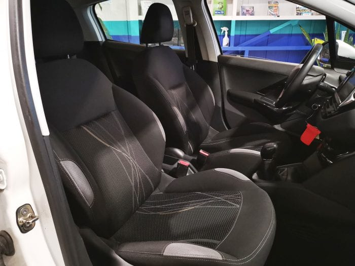 Peugeot 208 1.4 hdi 70 ch access - Image 17