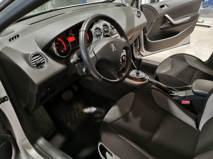 Peugeot 308 1.6 e hdi 112 ch active BMP6 - Image 11