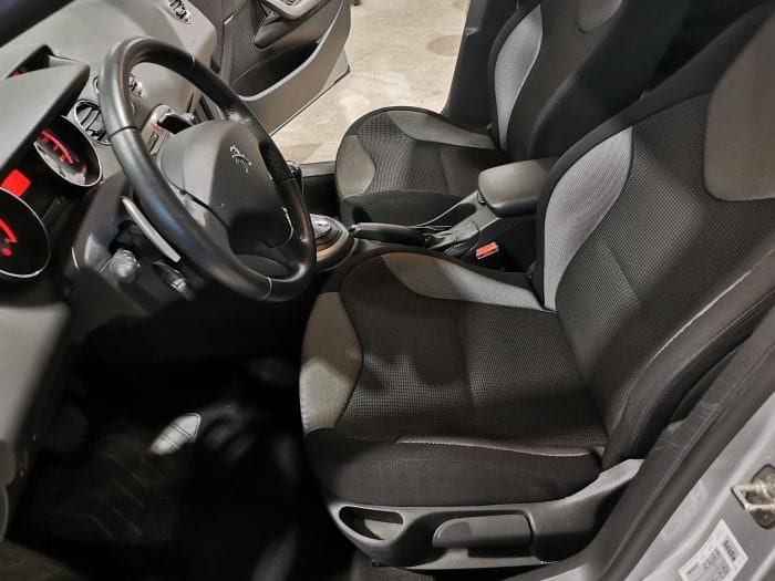 Peugeot 308 1.6 e hdi 112 ch active BMP6 - Image 12